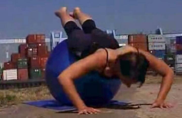 Video: Liegestütz - eine Rückenübung