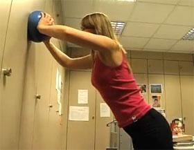 Video: Liegestütz im Stand mit Ball
