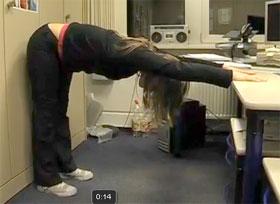 Video: Übung für den Büro geplagten Rücken