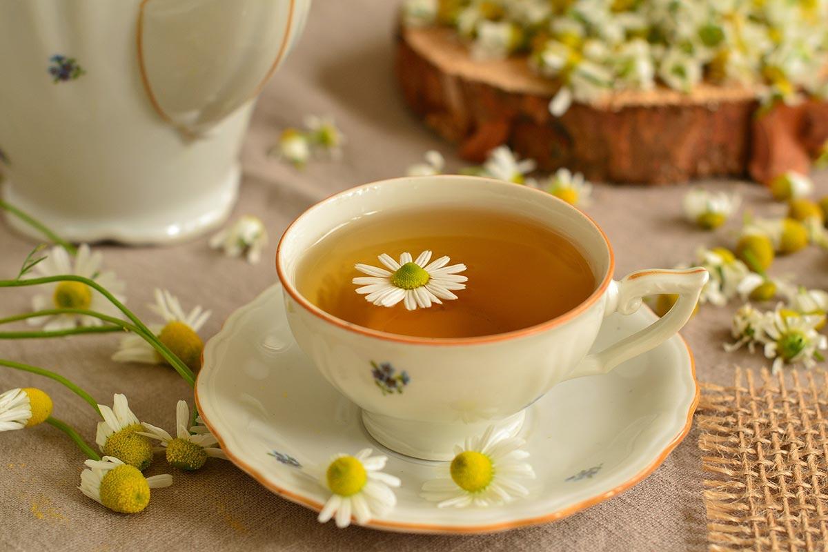 BENEFITS OF CHAMOMILE TEA FOR SKIN