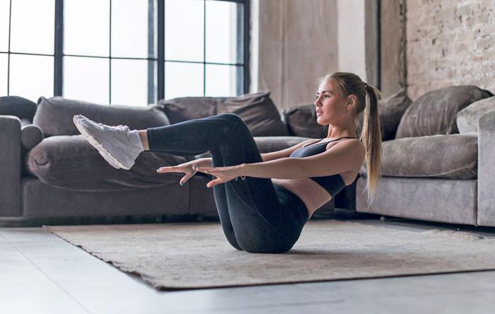 Homeworkout mit Fitness-Bändern