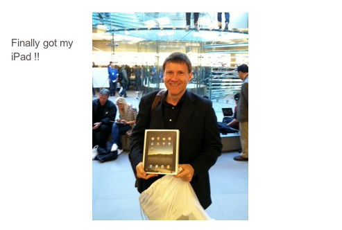 Siggi Manz stolzer Besitzer eines Apple iPad