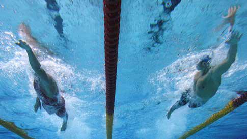 Nadar estilo crawl, el más rápido