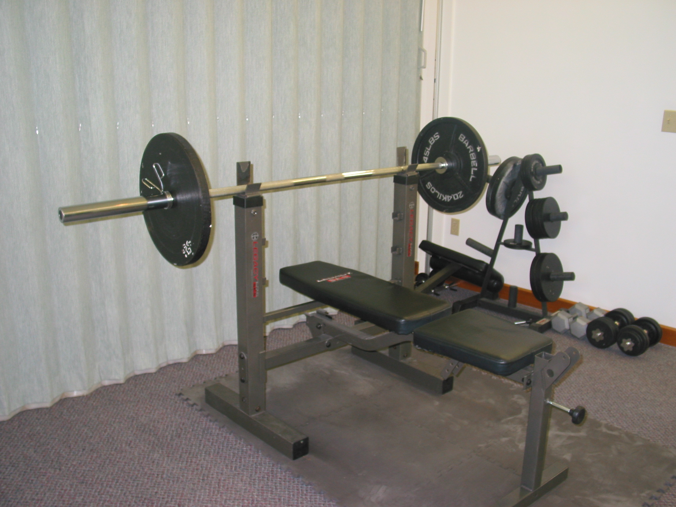 Picking the right weight bench.