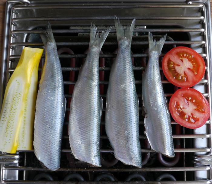 Sommerzeit - Grillzeit  gegrillte Sardinen