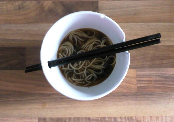 Japanische Suppe mit Miso und Algen