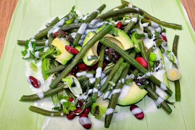 Salat von zweierlei Bohnen und Avocado