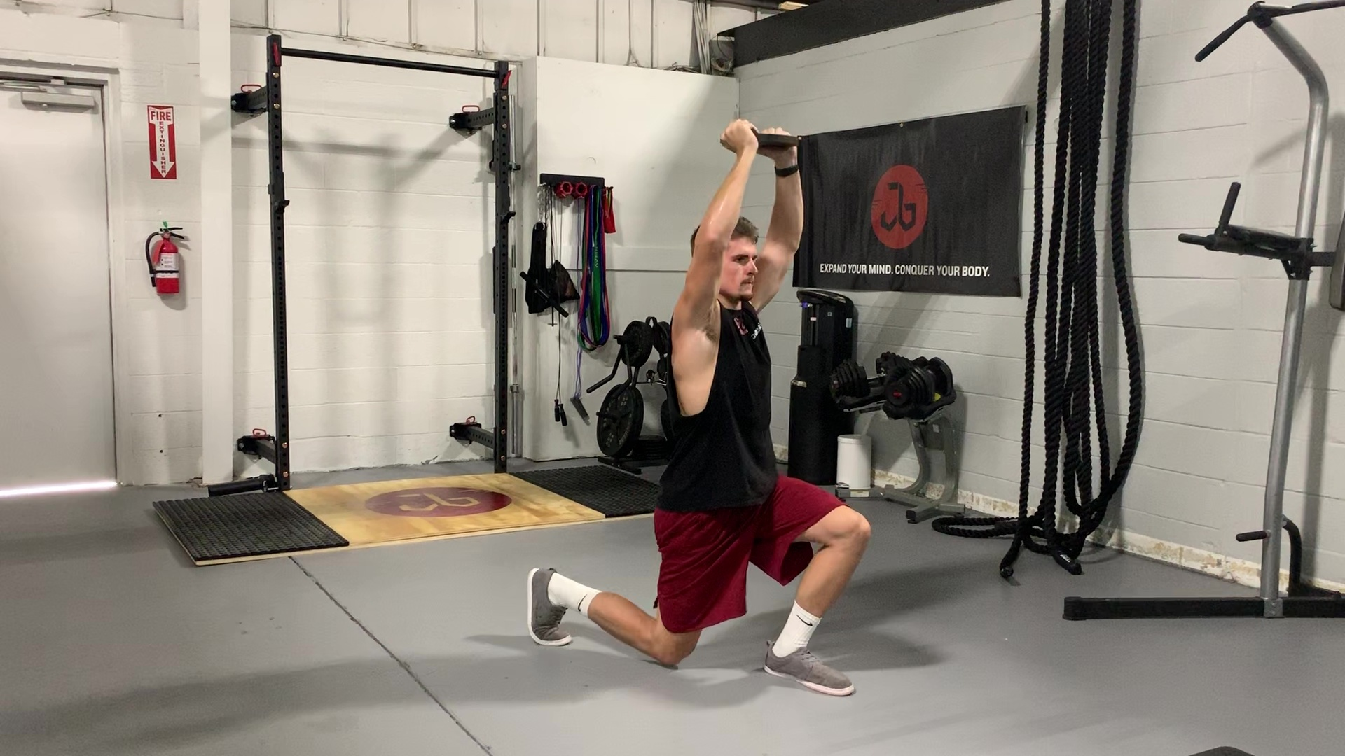 Plate Alternating Lunge Jumps