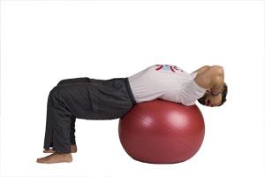 Bauchmuskelübung auf dem Pezzi-Ball