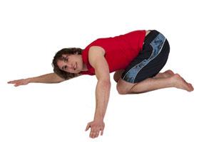 Kniende Schulterdehnung