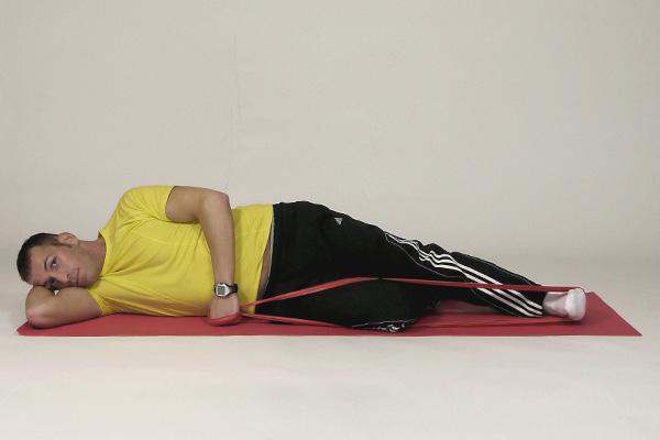 Levantamiento de pierna en decúbito lateral con banda de eje