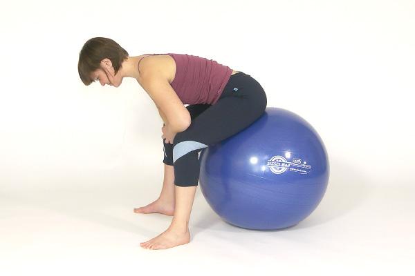 Rückenmuskulatur: Dehnung im Sitzen.
