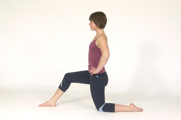 Estiramiento de flexor de cadera arrodillado