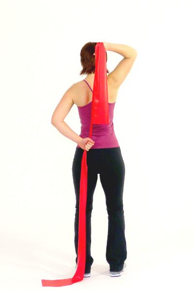 Oberarme (Trizeps) und Rücken mit dem Fitband