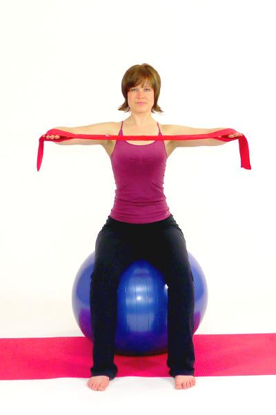 Dehnung der Brustmuskulatur mit dem Pilates Band
