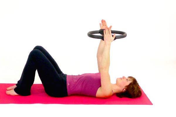 Pilates-Circle Brust und Schultern (liegend)