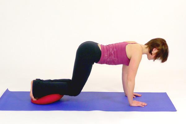 Sitfit / Ballkissen  Übung für  Bauch und Beine