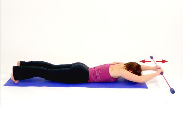 Übung mit dem Schwingstab  zur Rückenkräftigung