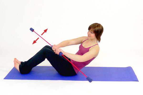 Fitnessübung  mit dem Schwingstab: Die Schräge Bauchmuskulat