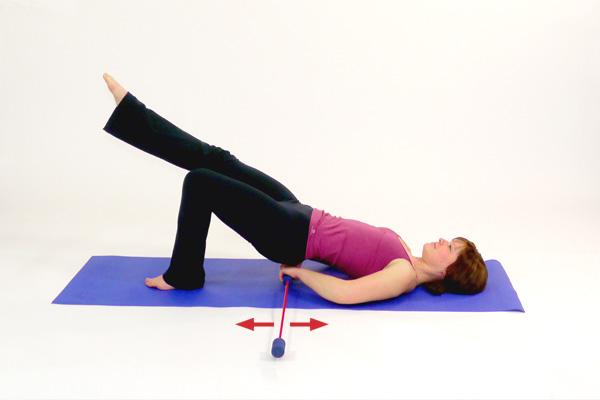 Übung mit dem Schwingstab speziell für Pomuskulatur / Gesäß